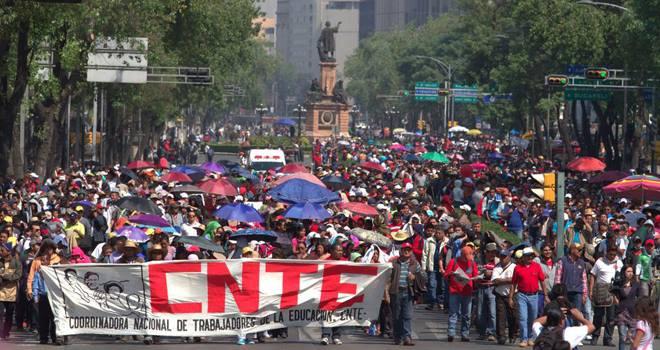 Concentración en Zaragoza (viernes 24) y Madrid, contra el régimen asesino de México y en solidaridad con la resistencia de los maestros y solidarios en Oaxaca…