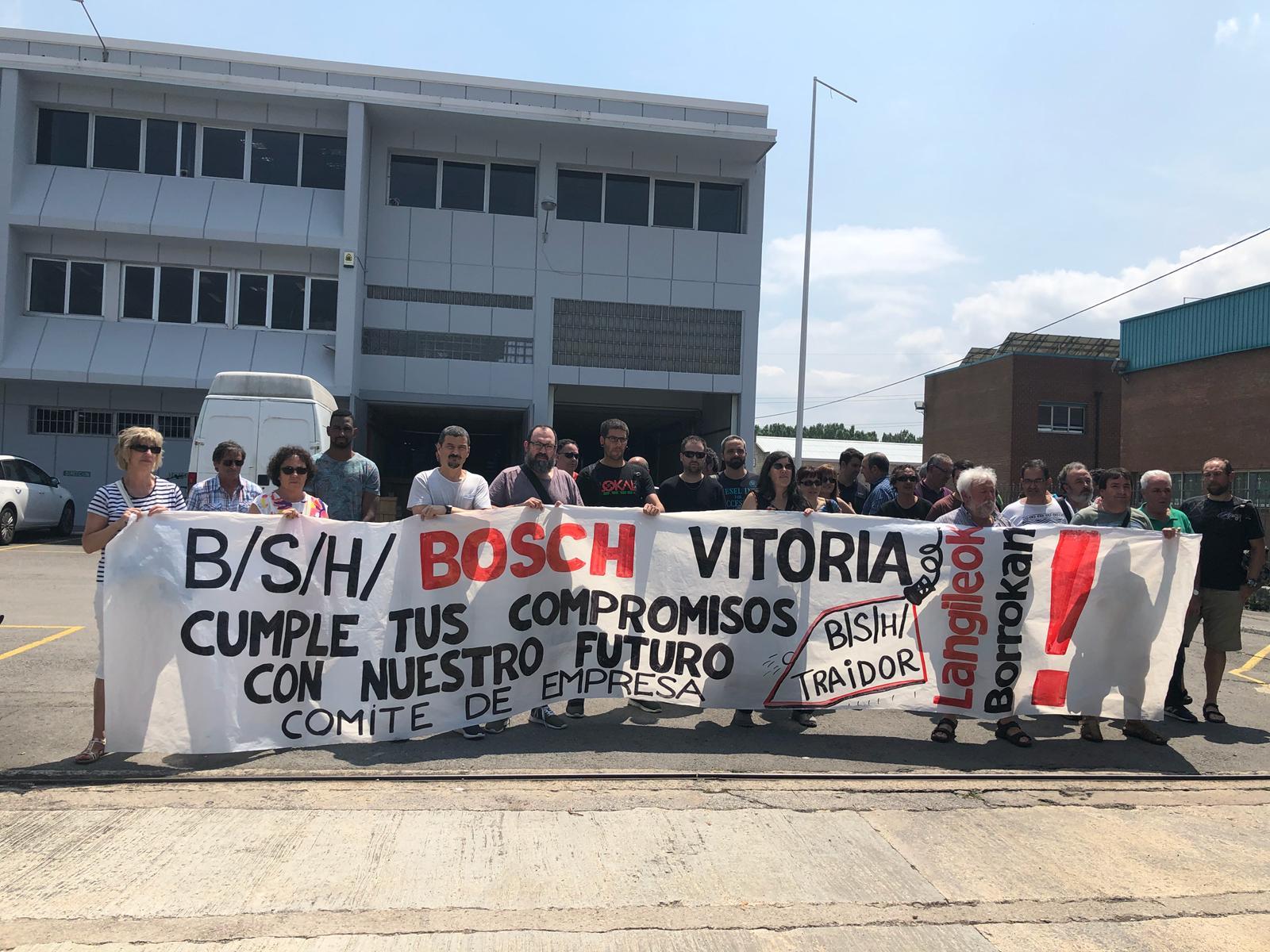 Concentración en BSH-BOSCH de Gasteiz para pedir transparencia