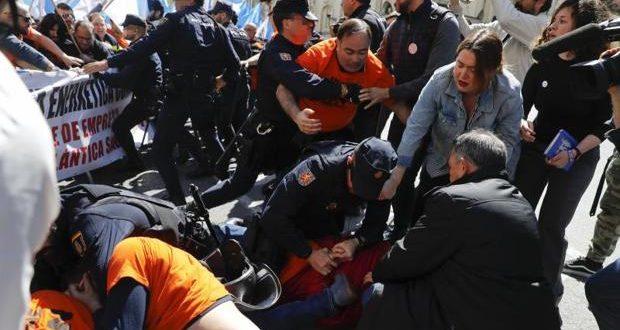 Alcoa, Videos. La policía actúa violentamente contra los que les pagamos el salario, la clase obrera.