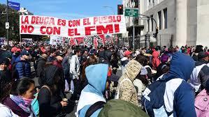 ARGENTINA. Organizaciones sociales cortan principal avenida y acampan en el Obelisco por «emergencia alimentaria»