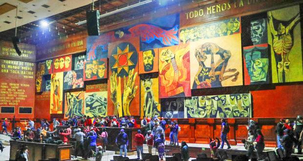 ECUADOR (última hora). El pueblo ecuatoriano hace suyo el Parlamento (+ vídeos)