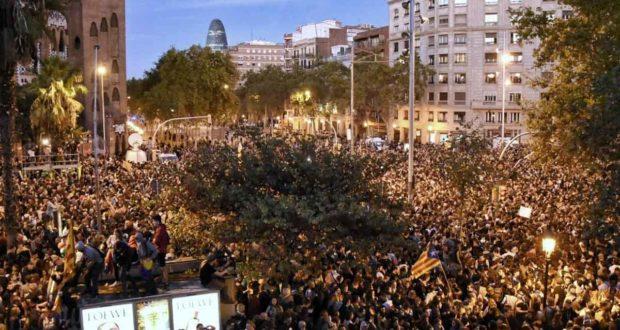 Los CDR convocaron y decenas de miles de personas acudieron