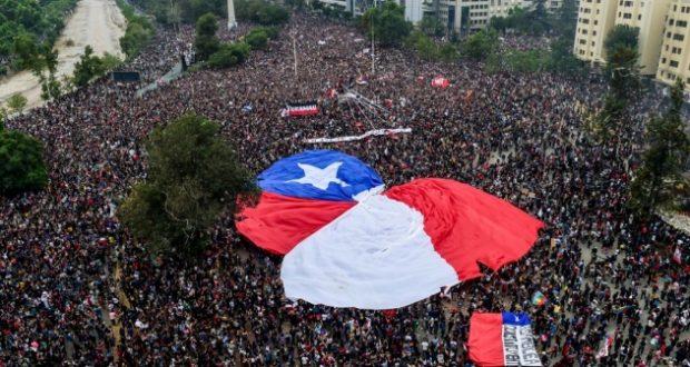 CHILE. Manifestantes incendian un Centro de torturas y de formación de torturadores