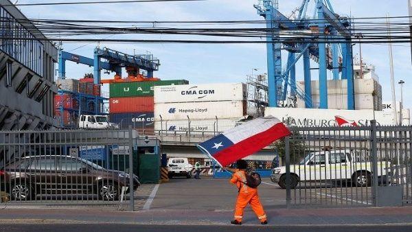 Solidaridad Internacional: Trabajadores portuarios del mundo amenazan con cerrar puertos a carga chilena si Piñera no acaba con medidas dictatoriales