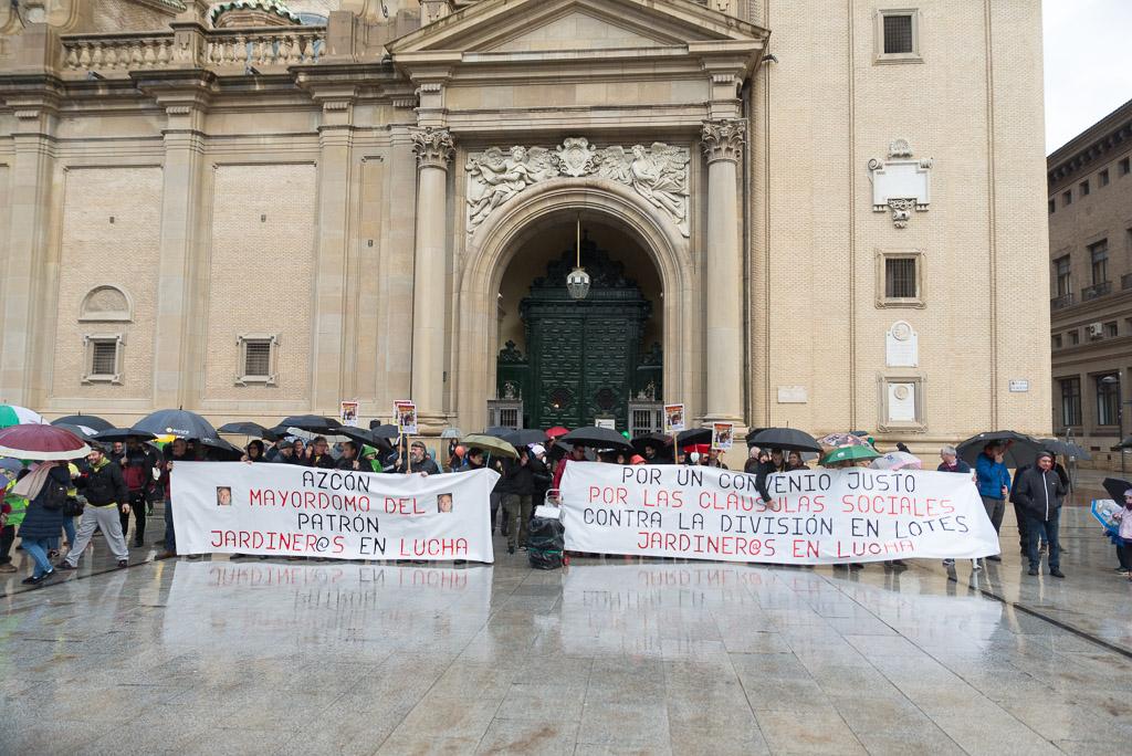 «Os vamos a montar un Belén»: la plantilla de Parques y Jardines se concentra para pedir la dimisión de Azcón