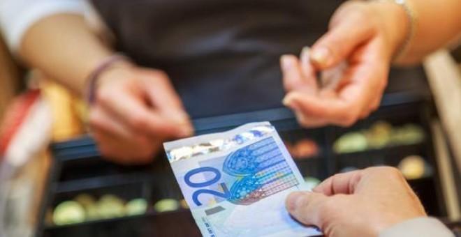 Los trabajadores de una subcontrata tienen derecho al salario de la empresa principal