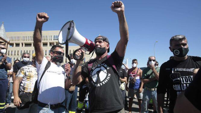 Masiva respuesta obrera en astilleros al llamamiento contra la represión patronal. Se inicia acampada despedidos. Videos. Actualizado
