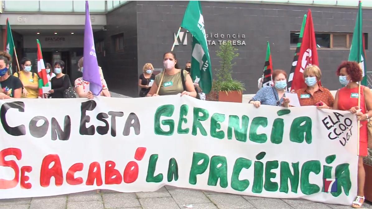 Trabajadoras de la Residencia Vitalitas Santa Teresa de Barakaldo emprenden movilizaciones