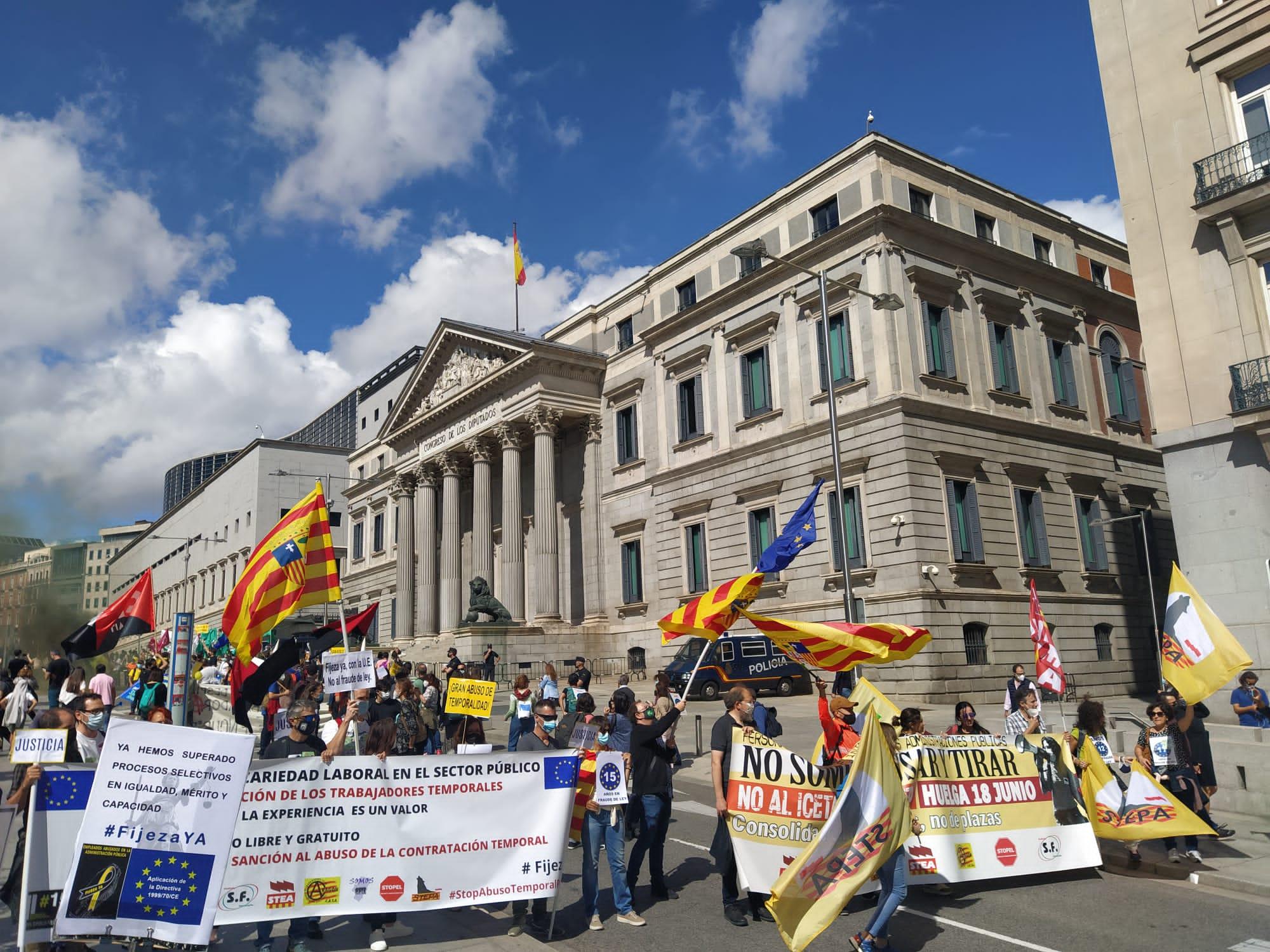 Los interinos aragoneses se manifiestan en Madrid para pedir estabilidad laboral