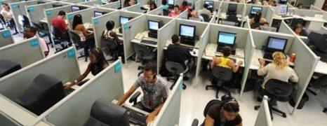 Los teleoperadores en huelga piden colapsar las centralitas del Santander, Movistar y Vodafone