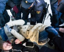 La policía (perros del poder) actuando como siempre, en contra de su pueblo…