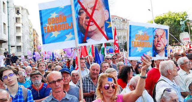 HUNGRÍA. Los trabajadores toman las calles contra la reforma laboral del Gobierno