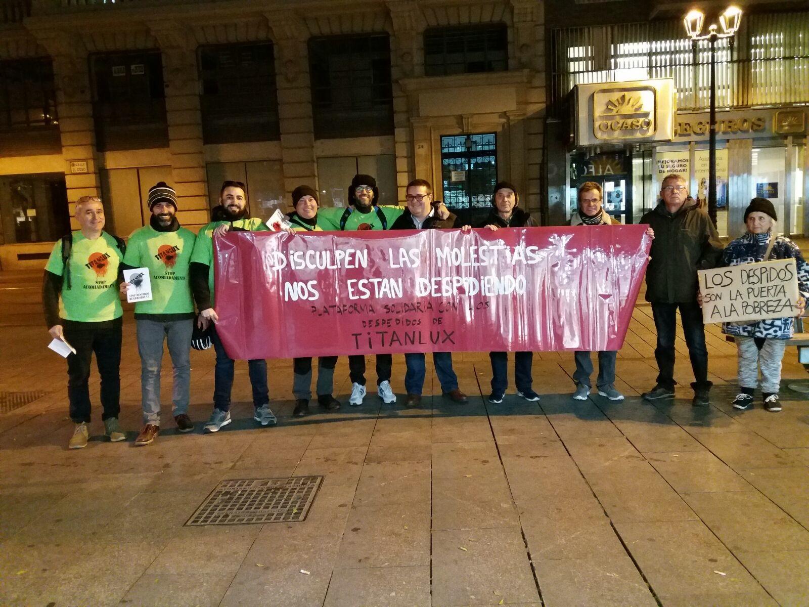 Concentración y reparto de octavillas de trabajadores de Titanlux y solidaridad con ellos