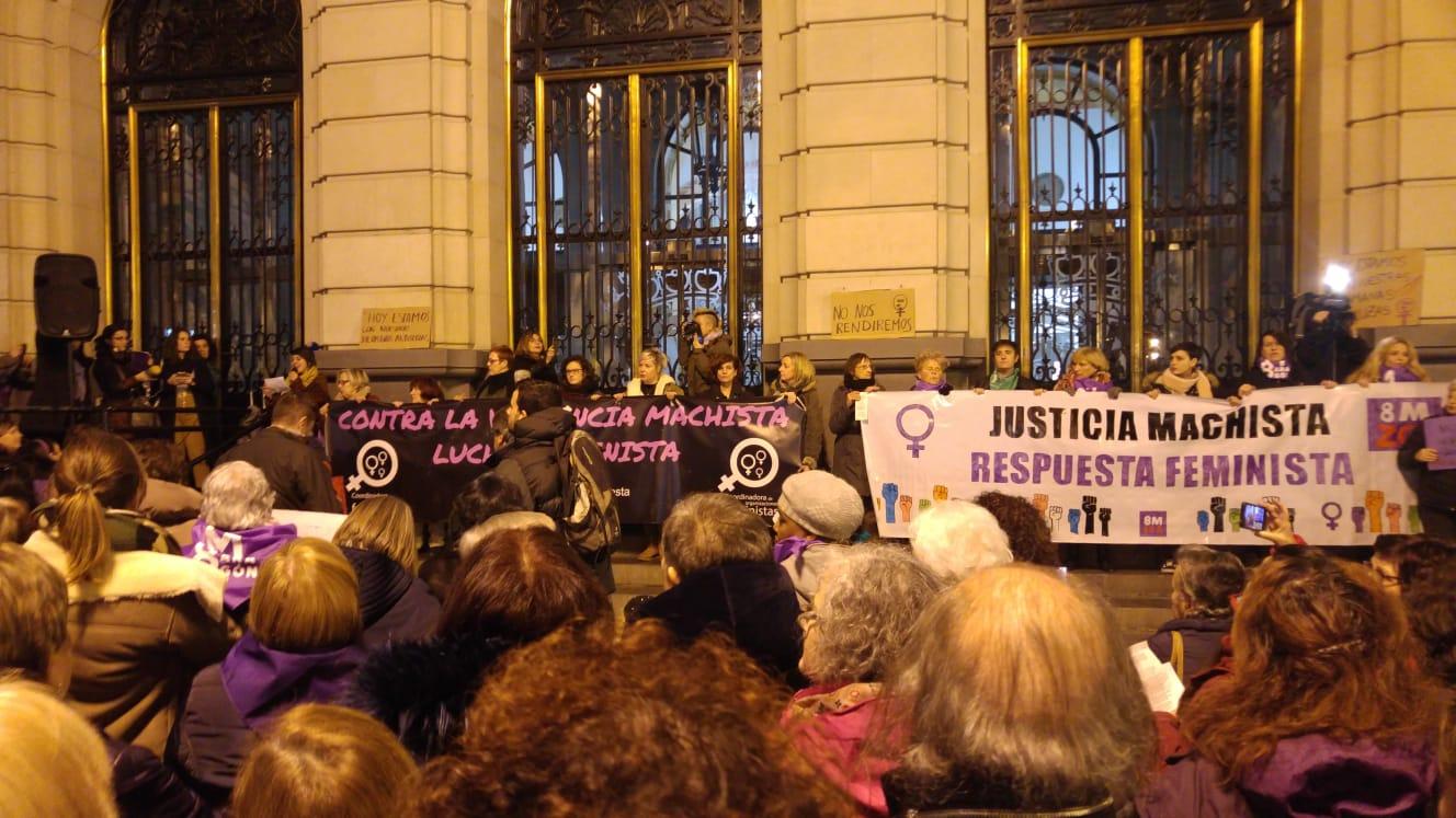 Fotos. Concentraciones en Aragón por la igualdad y justicia de nuestras compañeras