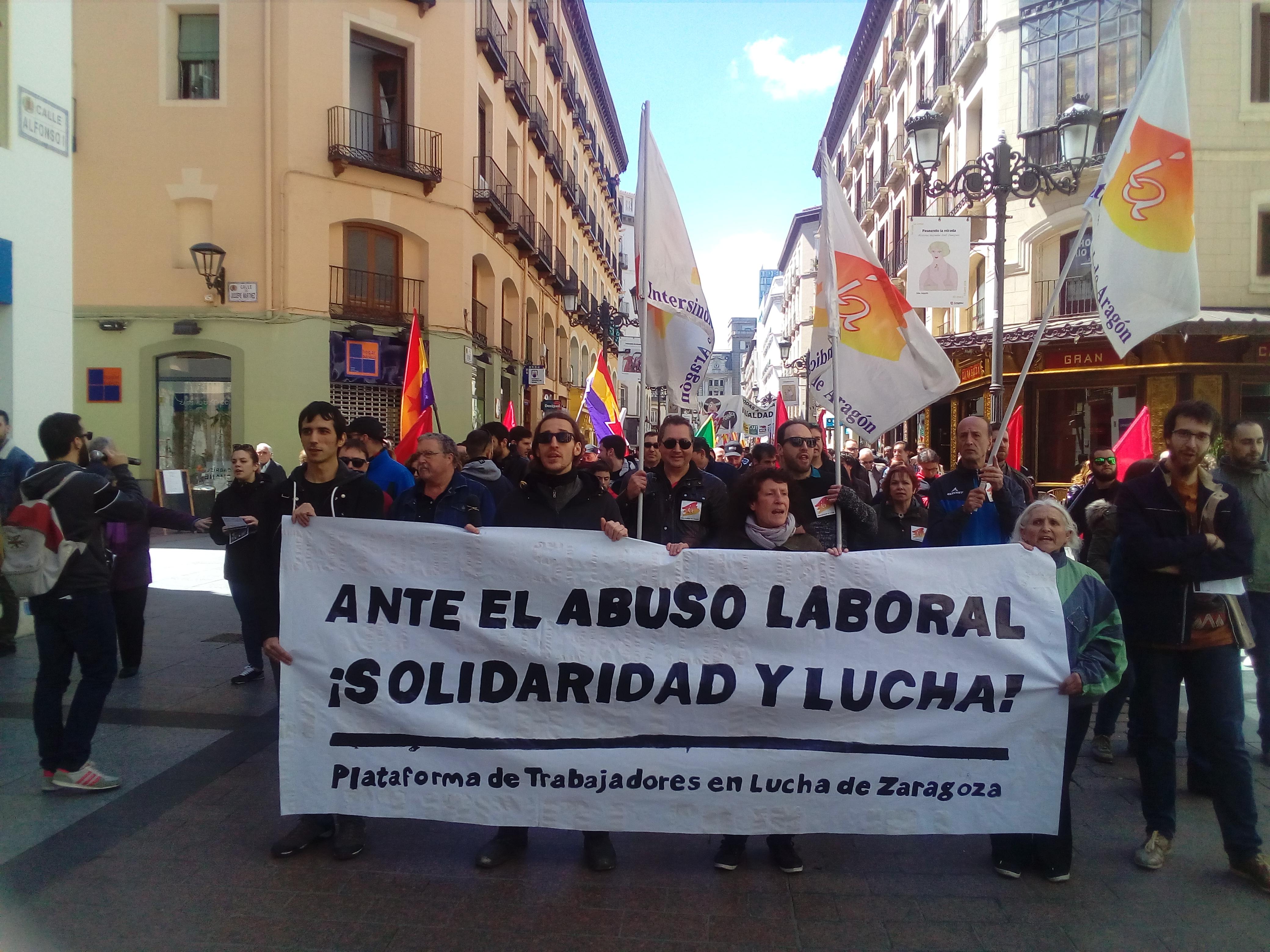 La Plataforma de Trabajadores en lucha de Zaragoza  contra la privatización de la lavandería del   HospitalClínico