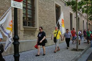 """La Marchas por la Dignidad de Aragón 'rodean' el Pignatelli para exigir """"pan, trabajo digno, y un techo donde cobijarse"""""""