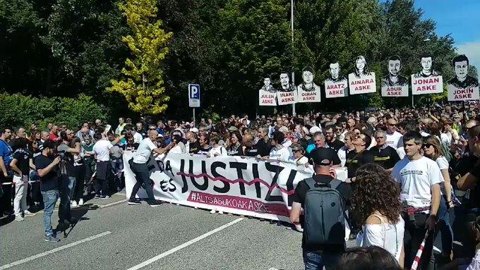 Altsasu, movilizacion llena de Solidaridad, Rabia, Justizia y Dignidad. 80.000 personas colapsan Iruñea en apoyo a lxs jóvenes de Altsasu