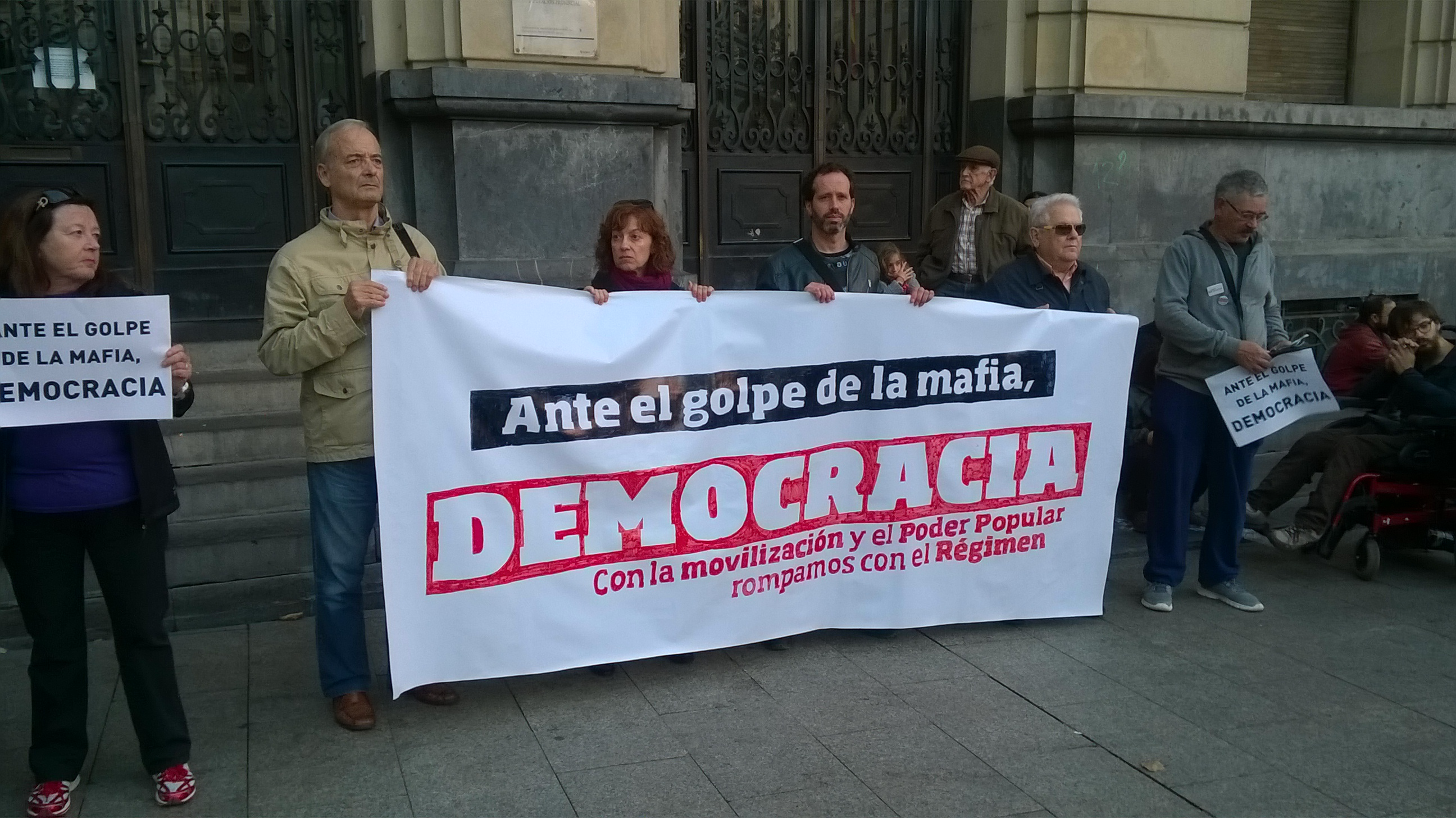 Fotos y video. Zaragoza concentración Mafia, Democracia. 29 de Octubre 2016
