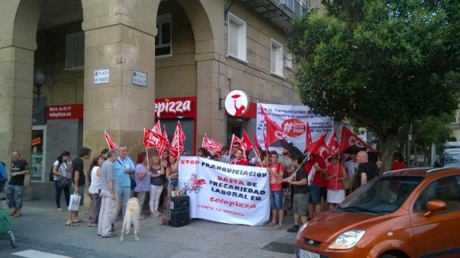 Exitosa concentración contra la franquiciación de Telepizza