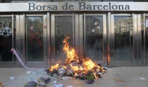 La Fiscalía pide cárcel para Laura y Eva por poner una caja de cartón y quemarla junto a la Bolsa