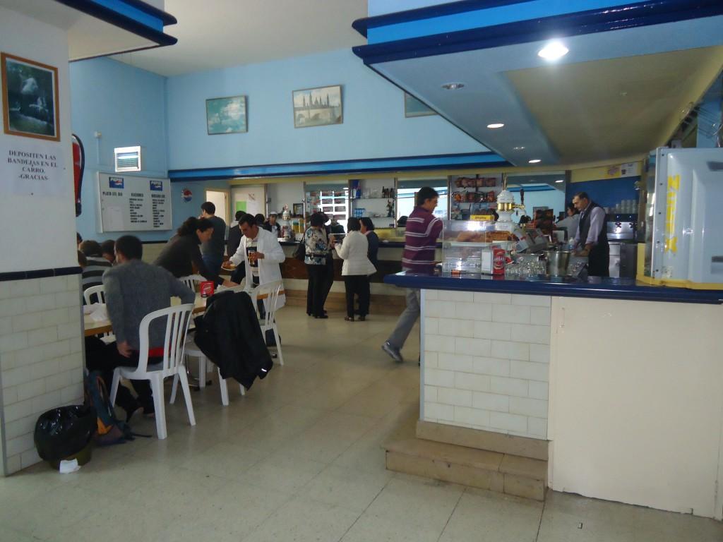 Concentración por la subrogación del personal en las cafeterías de la Universidad de Zaragoza