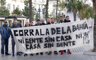 Vecinos de la «Corrala de la Bahía» protestan contra el Ayuntamiento de Cádiz gobernado por Podemos