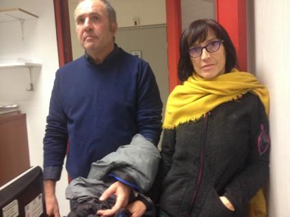 Desobediencia civil.Detenida y esposada una pareja vasca por ayudar a los refugiados