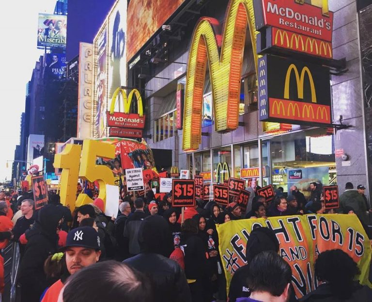 El movimiento Fight for $15 golpea fuerte: 340 ciudades de EEUU en huelga