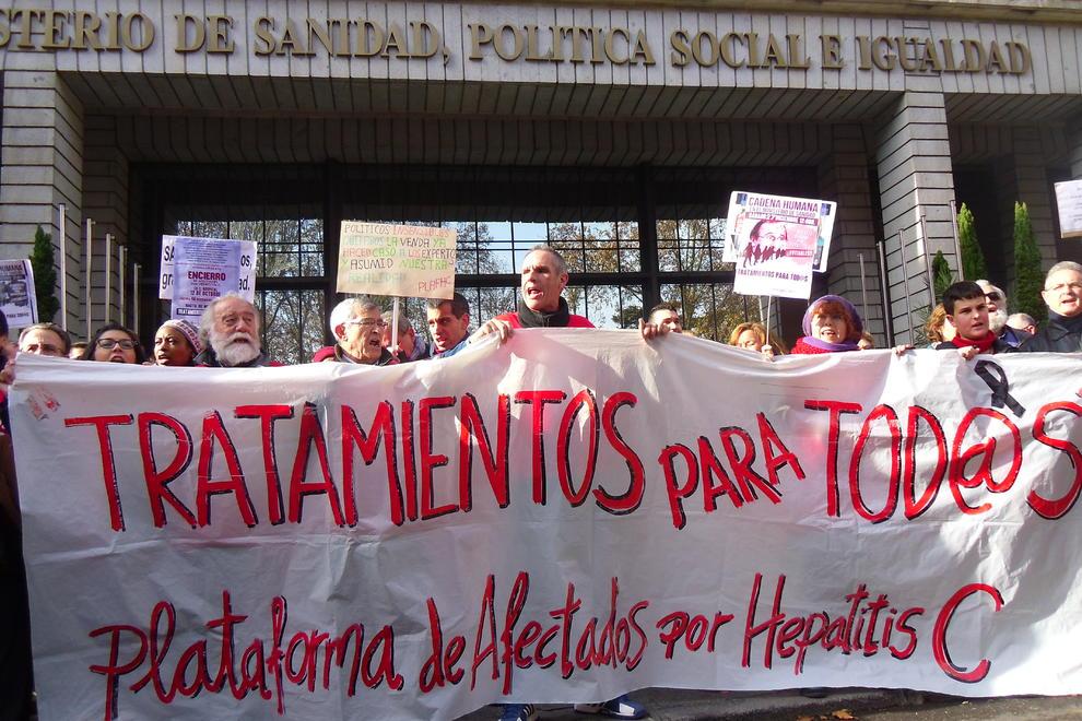 La larga historia del contagio de Hepatitis C y la subordinación de los gobiernos a las multinacionales farmacéuticas; por Ángeles Maestro