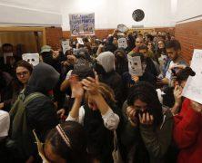 La juventud rebelde impide un acto de Felipe González en la Universidad