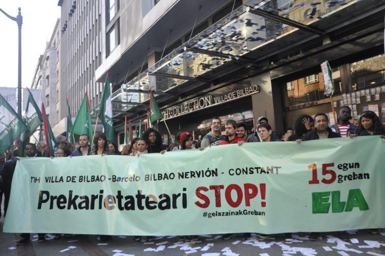 Las kellys finalizan su huelga en Bilbao con un 48% de subida salarial