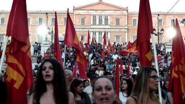 Masiva protesta de la izquierda griega (KKE, Antarsya y el sindicato PAME) contra el gobierno de Syriza