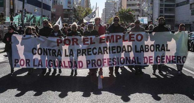 Manifestación por el empleo en Cádiz congregó a 2.000 personas y la lógica ausencia de CC.OO y UGT