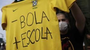 En las calles de Brasil se juegan otros partidos