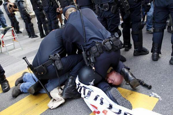 Seis detenidos y varios heridos tras las cargas policiales en Madrid en el Rodea el Congreso
