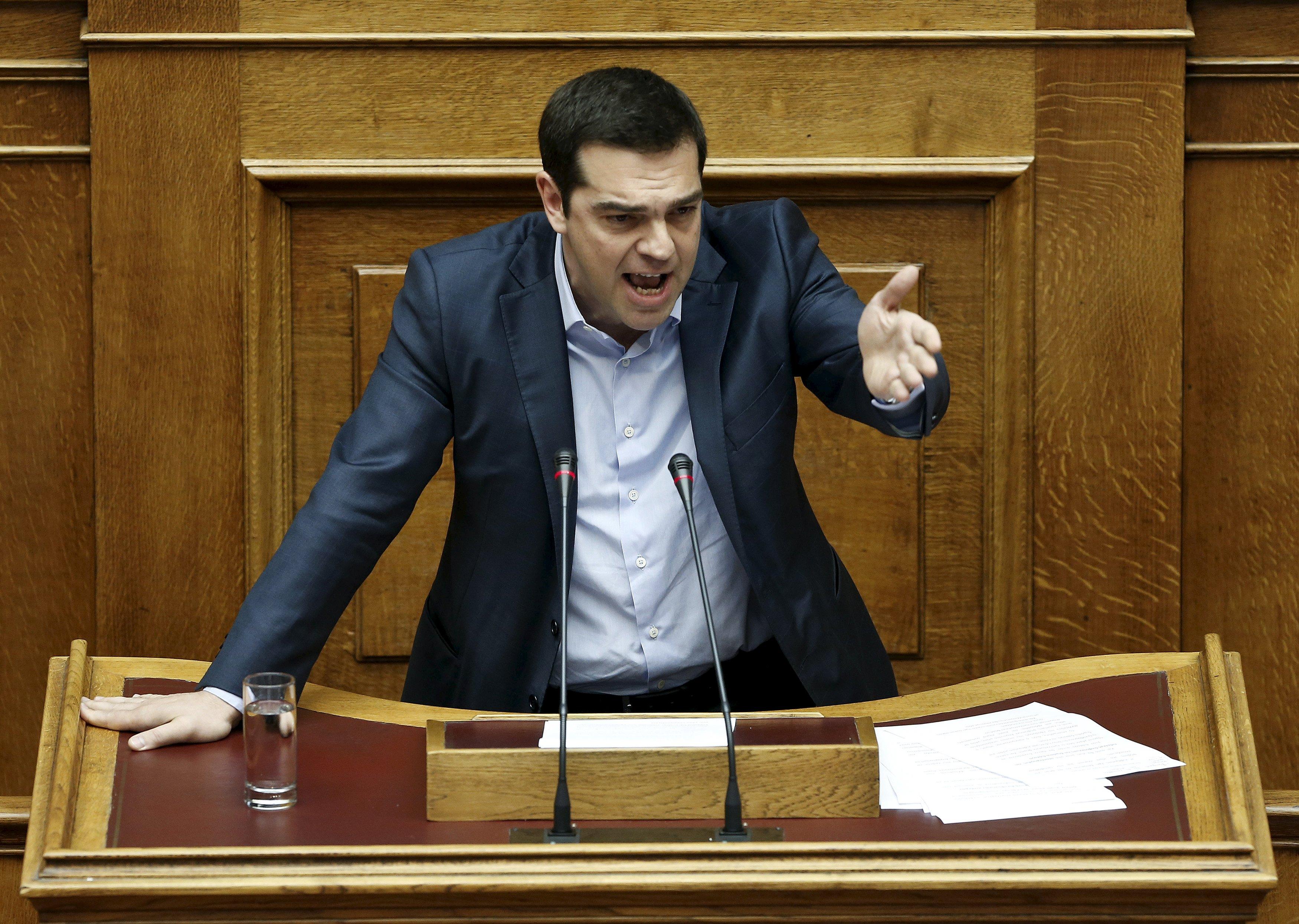 Syriza se arrodilla a la Troika y presenta un Plan similar al que rechazaron los griegos en el referéndum