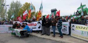 Cientos de personas llegadas de diversos puntos del estado reclaman ante la cárcel de Jaén la libertad de Bódalo, que abandona la huelga de hambre por motivos de salud