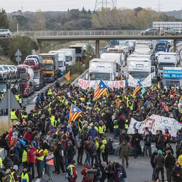 La lucha es el único camino. Los CDR proponen convocar una huelga general de varios días